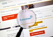 在放大镜下的Transunion网站 图库摄影