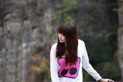 在放松之外的亚洲女孩 免版税库存照片