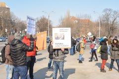 在政府前面的罗马尼亚人抗议 免版税库存照片