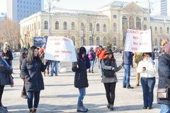 在政府前面的罗马尼亚人抗议 库存图片