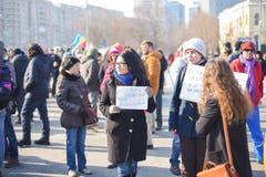 在政府前面的罗马尼亚人抗议 免版税库存图片