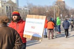 在政府前面的罗马尼亚人抗议 免版税图库摄影