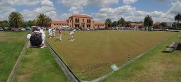 在政府庭院的草坪保龄球 免版税库存图片