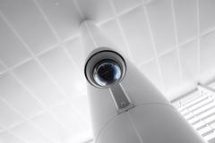 在政府所有的大厦的安全监控相机 库存照片