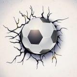 在故障的墙壁的背景的橄榄球球有破裂的膏药的 足球损坏了有纹理的墙壁 免版税库存照片