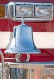 在救火车的传统镀铬物响铃 免版税库存照片