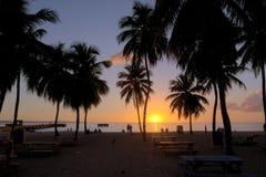 在救生艇海滩的日落 库存图片