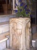 在教会内部的古老字体在罗马意大利 免版税库存照片