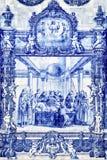 在教会外壁上的Tilework azulejo在波尔图 库存照片