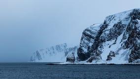 在教会形状的岩层在挪威 图库摄影