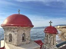 在教会形状的纪念碑以记念一个死人在希腊 免版税库存照片