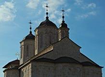 在教会的三个塔在修道院Kovilj,塞尔维亚里 库存照片