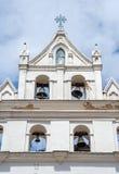 在教会的上面的老响铃 免版税库存照片