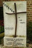 在教会的前面的9月11日纪念品 免版税库存照片