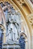 在教会的圣帕特里克小雕象 免版税库存图片
