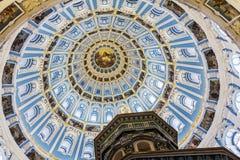 在教会里面的圆顶 免版税图库摄影