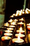在教会里面的蜡烛 免版税库存照片