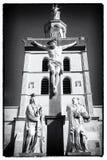 在教会附近的基督雕象 库存图片