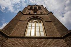 在教会,在的混杂的巴洛克式和佛兰芒意大利建筑风格建造的一个天主教会的门面的特写镜头细节 免版税库存图片