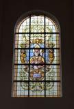 在教会Notre Dame辅助财宝Claires的污迹玻璃窗 免版税库存图片