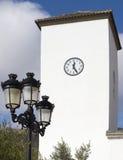在教会Parroqial de圣玛丽亚, Senes村庄的尖沙咀钟楼 免版税库存照片