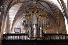 在教区教堂唱诗班的器官圣的沃尔夫冈在奥地利 免版税库存图片