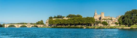 在教皇的宫殿的全景在阿维尼翁 库存照片