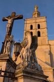 在教皇` s宫殿,阿维尼翁前面的雕象 免版税库存图片