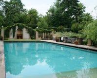 在敦巴顿橡树园橡木的游泳池 免版税库存图片