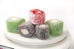 在数字式厨房等级的五颜六色的土耳其快乐糖 图库摄影