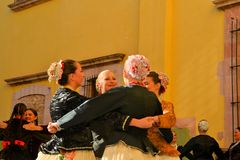 在文化的节日的保加利亚舞蹈小组 库存图片