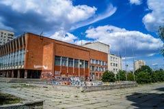 在文化老苏联房子的街道画  库存图片