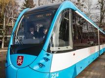在文尼察运输公司,乌克兰的现代化的电车 库存照片