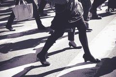 在斑马线街道上的人们 图库摄影