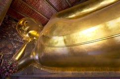 在斜倚的菩萨的寺庙在曼谷 库存图片
