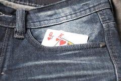 在斜纹布口袋的卡片 免版税库存图片