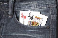 在斜纹布口袋的卡片 免版税库存照片