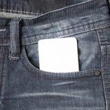 在斜纹布口袋的名片 免版税库存图片