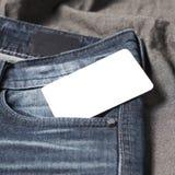 在斜纹布口袋的名片 库存照片