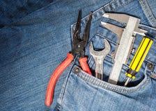在斜纹布口袋的工具箱 免版税库存图片