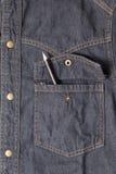 在斜纹布口袋的铅笔 库存照片
