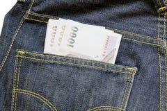 在斜纹布口袋,泰国金钱的1000泰铢票据 免版税库存照片