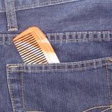 在斜纹布的口袋的梳子 库存图片
