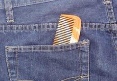 在斜纹布的口袋的梳子 图库摄影