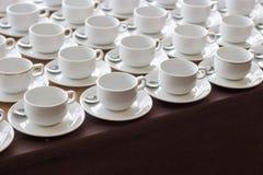在断裂研讨会的咖啡杯 免版税库存图片