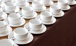 在断裂研讨会的咖啡杯 库存图片