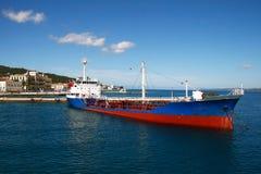 在斯佩察岛海岛,希腊上的老船 免版税库存照片