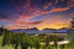 在斯内克河的夏天日落俯视 免版税图库摄影