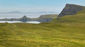在斯凯岛小岛的海岸线风景 苏格兰 英国 免版税库存图片