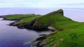 在斯凯岛小岛的Neist点-惊人的峭壁和风景在苏格兰的高地 影视素材